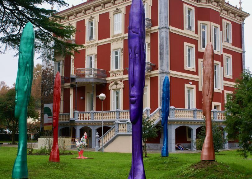 Esculturas frente a Villa Urrutia