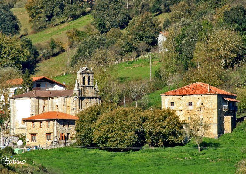 Iglesia de Santecilla, junto a la escuela y la casa del promotor
